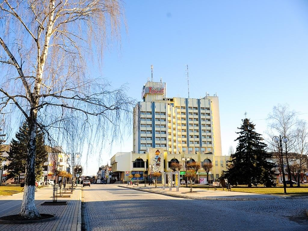 kamenets-podolskiy-foto-otel-7-dney-01