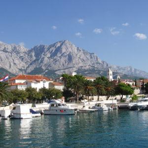 1200px-Baska_Voda_Kroatien